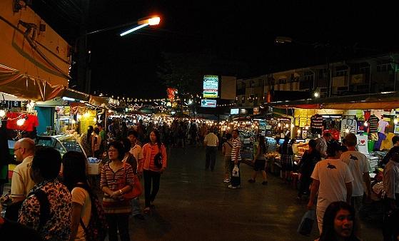 清邁阿努沙夜市Anusarn Market
